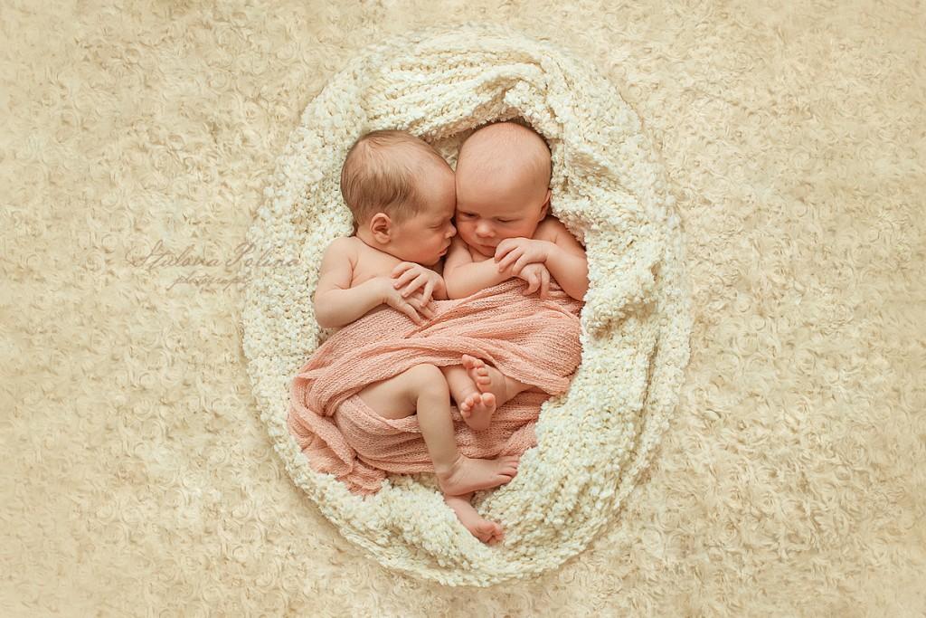 две крошки сестрички